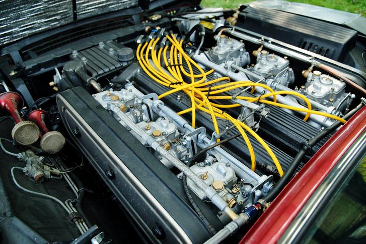 V12, 350 le, 400 Nm