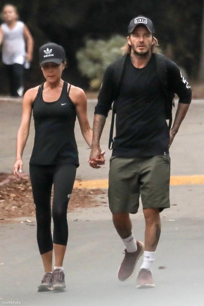 A most látott, augusztus 23-ai képsorozat alapján viszont egy csapásra megnyugodhat a lelkünk, Beckhamék ugyanis még 18 évnyi házasság után is kéz a kézben sétálnak