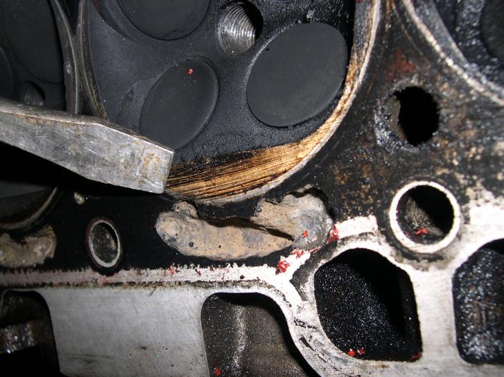 Az odvas rohadás a lényeg. Ennek a motornak itt vége.