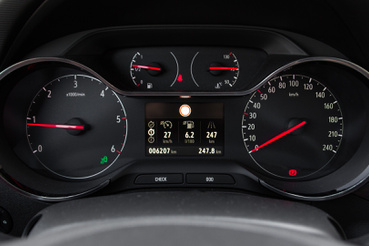 Ismerős Opel-műszerek, nem virtuálisak az órák sem