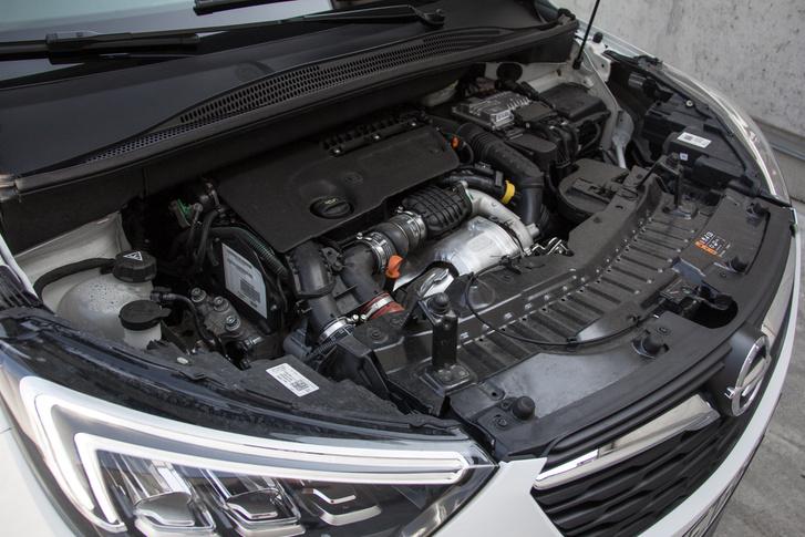 A PSA modelljeiből már jól ismert 1,6-os dízel 116 lóerős, csúcsnyomatéka 300 newtonméter