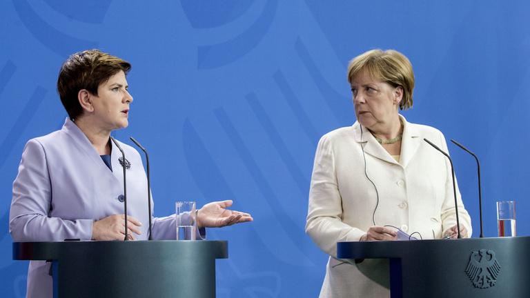 Merkel fizessen Hitlerért?