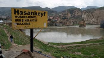 Egy gát miatt elárasztanak vízzel egy 12 ezer éves települést Törökországban