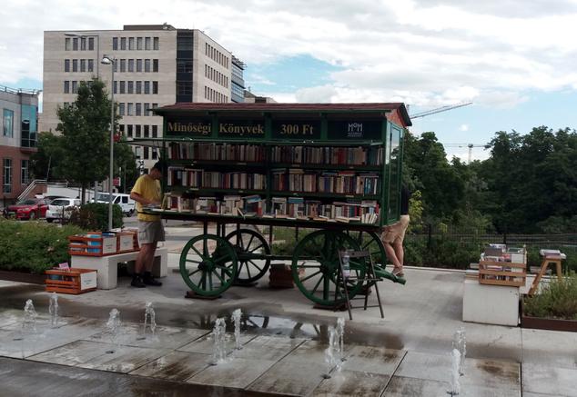Sok remek régi, de legalábbis használt könyveket találni itt
