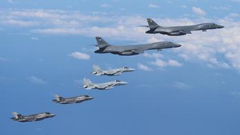Az USA az új vadászbombázóival is üzent Észak-Koreának