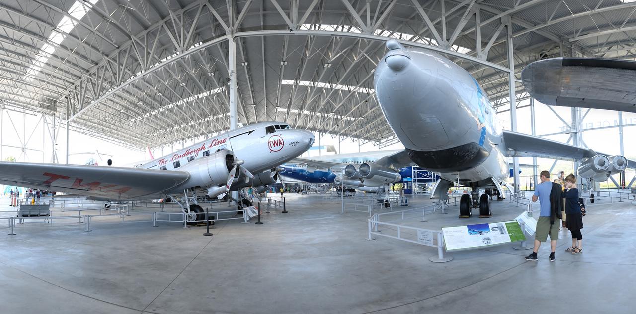 A TWA Douglas DC-2 utasszállítója és a Stratojet.