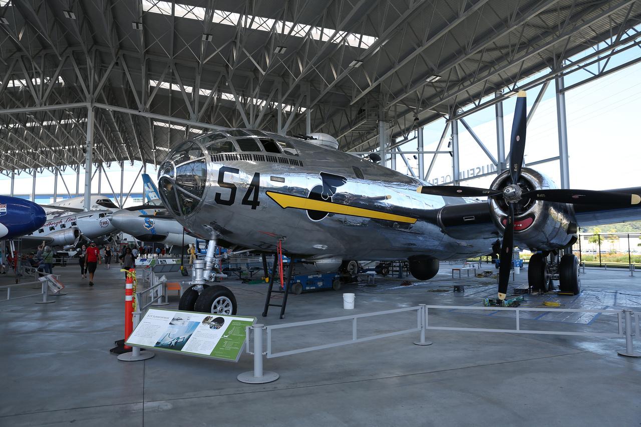 """A múzeum nagy hangárjában látható Boeing B-29 Superfortress  (""""T-Square 54"""") összesen 37 bombázóküldetésben vett részt a II. világháború alatt."""