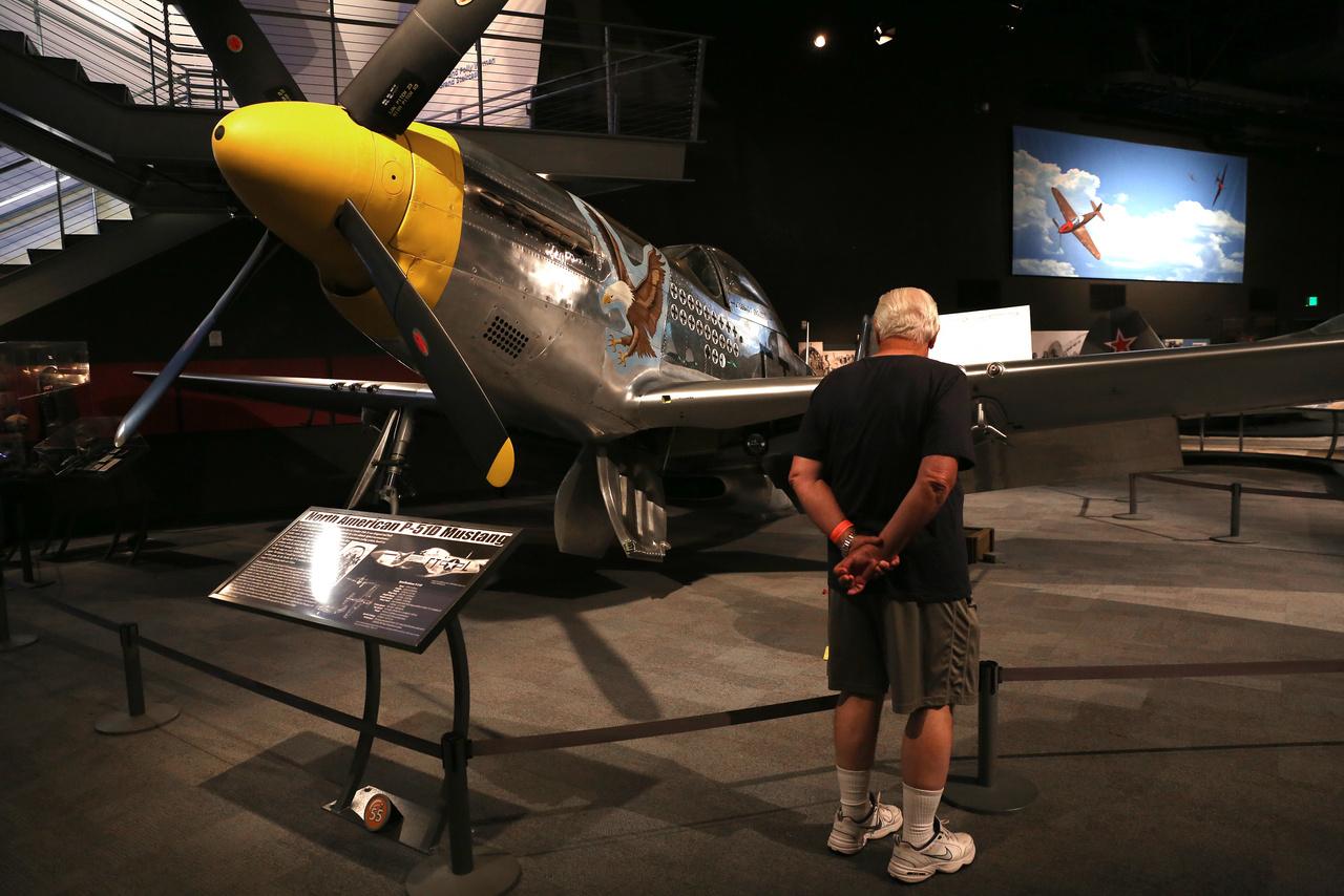 Ez a North American P-51D Mustang valószínűleg 1944-ben épült, de a háború után olyan sok kézen ment át, hogy pontos pedigréje ismeretlen.