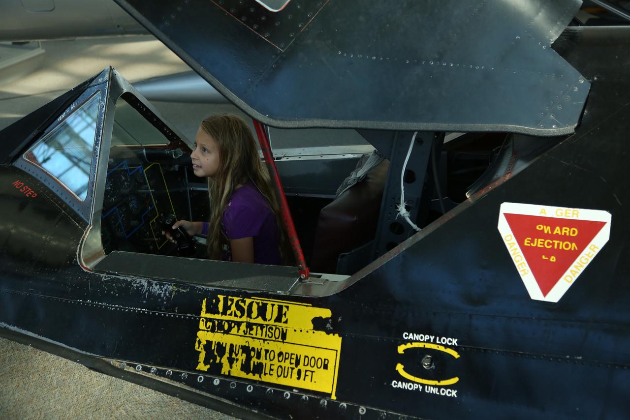 A múzeum birtokában van egy SR-71A Blackbird pilótafüléke is, a 64-17977 számú kémrepülőgép darabja, 1964-ből.