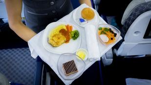 15 étel és ital, amit a légiutas-kísérők kerülnek
