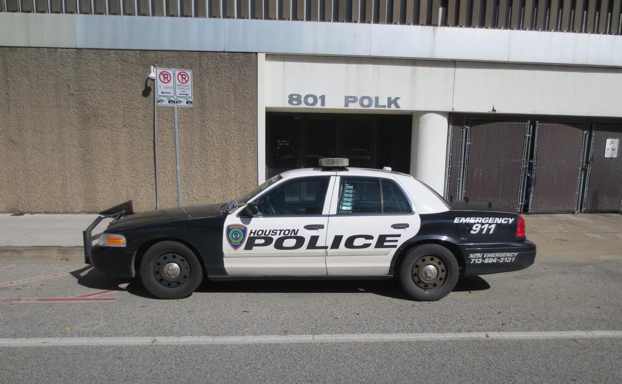 A Ford 2009 végén úgy döntött, hogy csak 2011 végéig gyártja tovább a Crown Vic-et, ugyanis az amerikai előírások szerint 2012-től csak ESP-vel szerelt autók állíthatók forgalomba, a Crown Vic pedig nem ilyen. Nem sokkal ezután több állam is úgy döntött, hogy a rendőrségei számára beszerez néhány száz példányt. Ebben élenjáró volt Texas állam, amely 2010-ben és 2011-ben majdnem 2500 darabot vásárolt utolsó Crown Victoriákból.