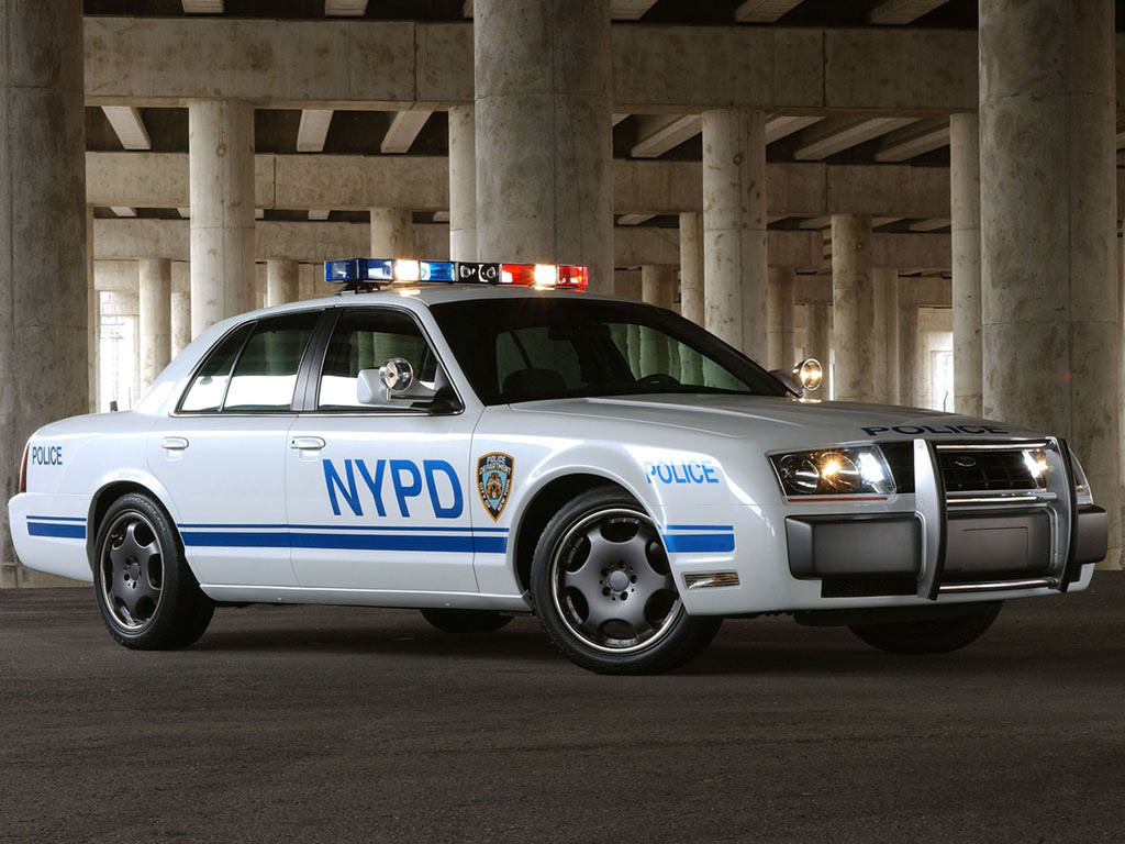 A 2002-es Ford Interceptor Concept-et tekintették az új Crown Vic előfutárának, amelyet 2009-ben terveztek bemutatni, de ebből már semmi sem lett.