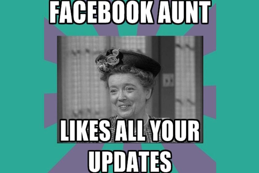 A facebookozó nagynéni minden egyes képed és posztod lájkolja.