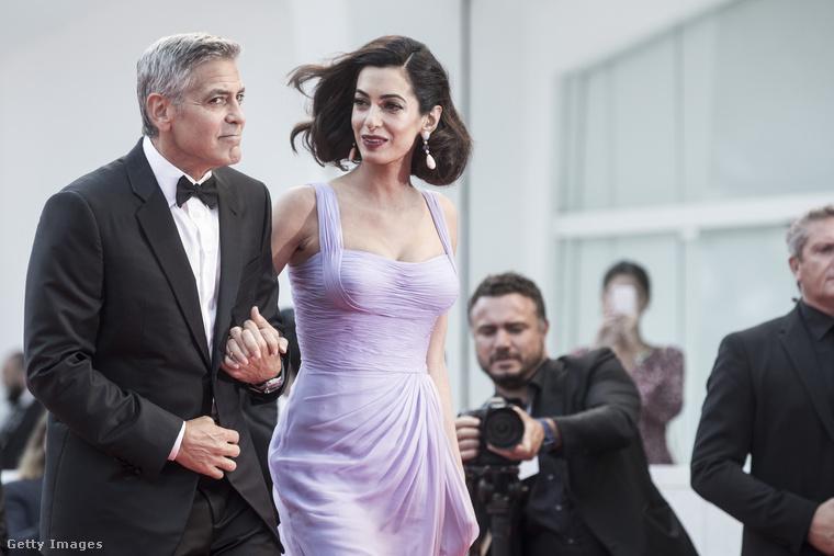 Mostanában főleg vacsorára jövet-menet, esetleg sportolva láttuk őket, így már el is szoktunk a gálázós Clooney-né látványától.