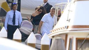 Bizonyíték: George és Amal Clooney Velencébe vitték az ikreket
