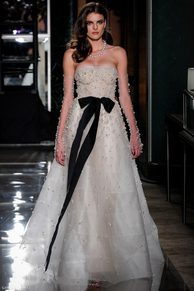 Fekete masnis, kristályokkal felturbózott menyasszonyi ruha Reem Acrától.