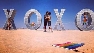 A 10 kedvenc csókfotónk a Burning Manről