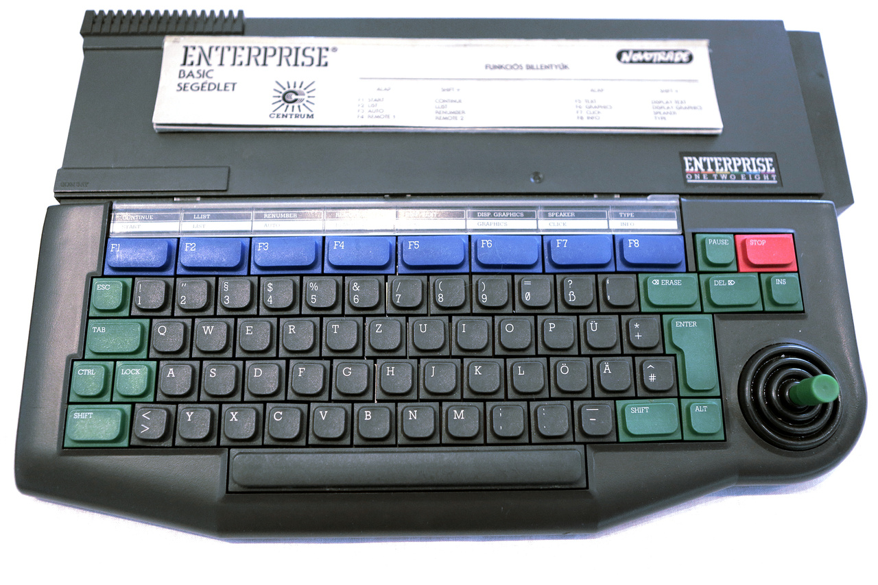 Angol Enterprise EP-128 kompakt számítógép 1985-ből (Intelligent Software Ltd.). Magyarországon a Centrum Áruházak forgalmazták.