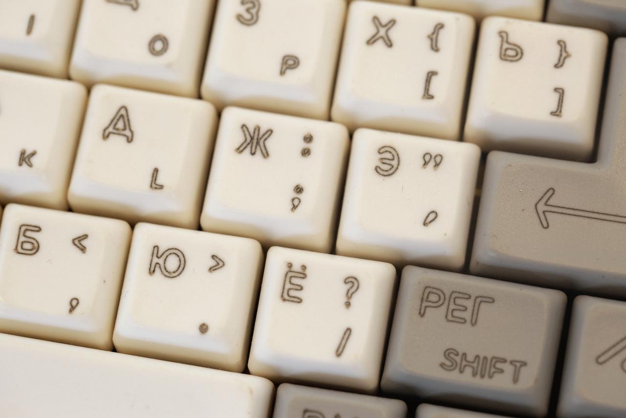 Cirill-betűs klaviatúra (OREL BK-08 orosz ZX Spectrum-klón 1993-ból).