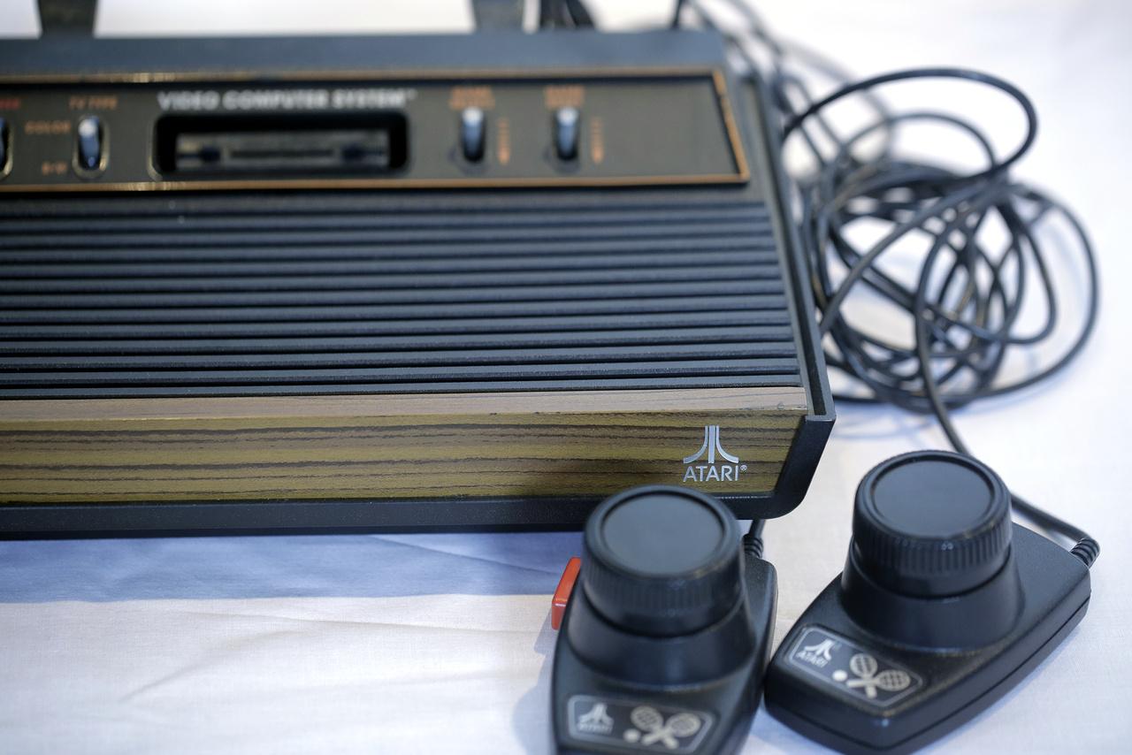 1977: Atari 2600 videojáték konzol, amivel a konzolőrület elindult
