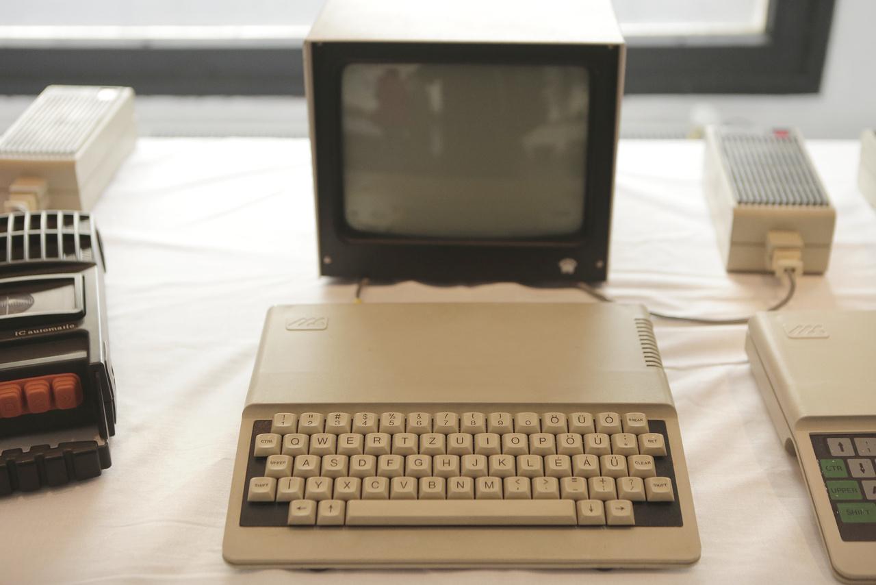 Az 1985-ös magyar Primó B64 személyi számítógépből 666 darab készült.