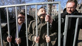 Jól jönne Orbánnak egy utcai zavargás?