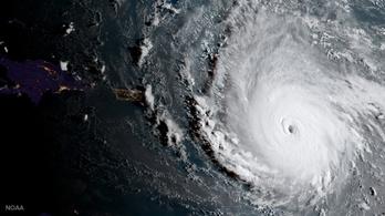 Őrült sebességgel közelít Irma Floridához