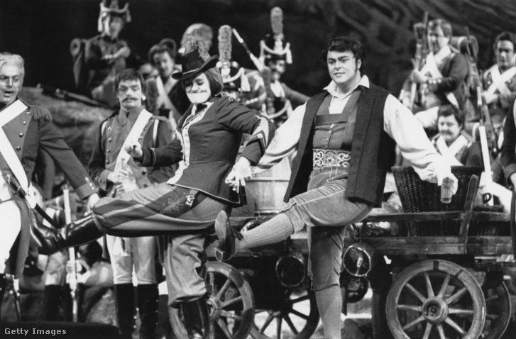 Luciano Pavarotti és Joan Sutherland Az ezred lányában (1966)
