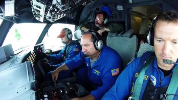 Ha nehéznek érzi a munkáját, nézze meg, ahogy a NOAA pilótái berepülnek egy hurrikánba