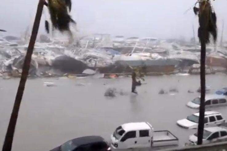 A Puerto Ricótól mintegy 300 km-re Szent Martin szigetén óriási pusztítást végzett a vihar.