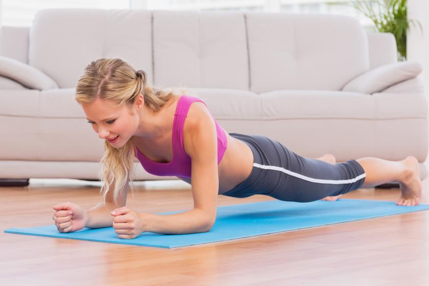 Nadrágméreteket farag le rólad, de csak napi 7 perc: zsírolvasztó edzésterv otthonra