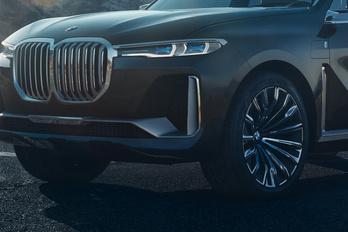 Ez lenne a BMW X7?