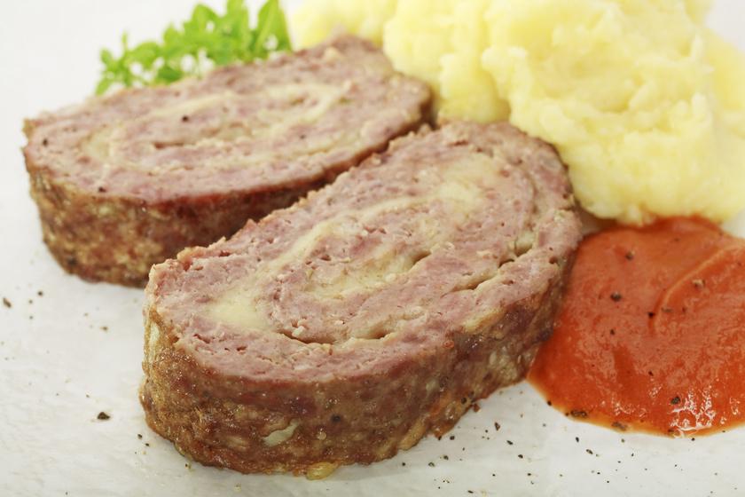 Sajttal töltött, egészben sült fasírt: így nem lesz száraz a hús