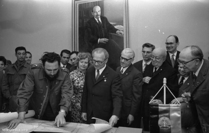 Fidel Castro és Erich Honecker 1972. június 19-én, Berlinben. A kubai fennhatóság alá tartozó szigetet Castro a két ország megbonthatatlan barátságának szimbólumaként odaajándékozta az NDK-nak.