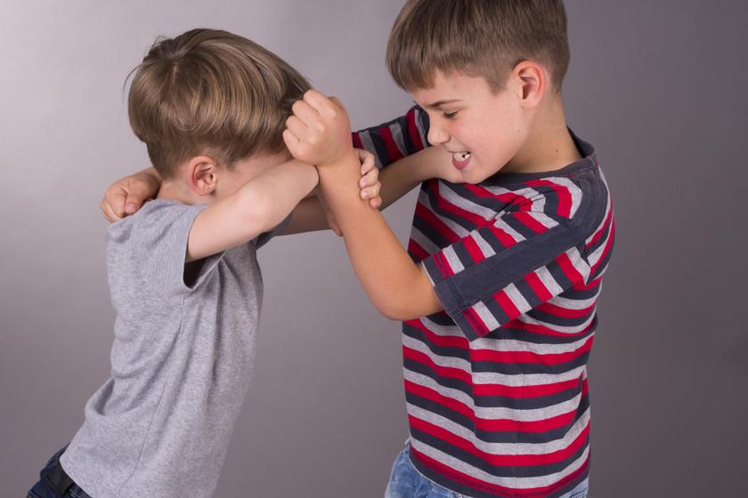 Megkéred a gyereked, hogy kérjen bocsánatot? Ezt tedd inkább helyette