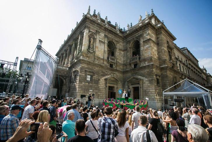 A csengő az Operaház Szfinx-teraszán