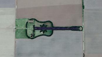 Több mint egy kilométeres fa gitár fekszik a pampákon
