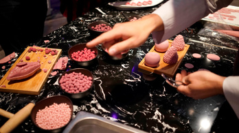 Feltalálták a rózsaszín csokit