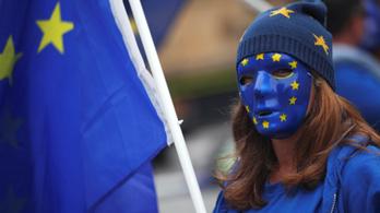 EPP: Szlovákia és Magyarország tartsa be a kvótaper ítéletét