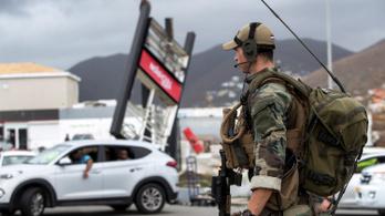 Irma hurrikán: sorra érkeznek az európai katonák a fosztogatók ellen