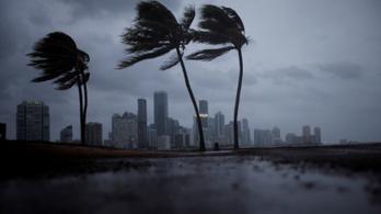 Közel 200 kilométer per órás széllel érkezett meg Irma Floridába