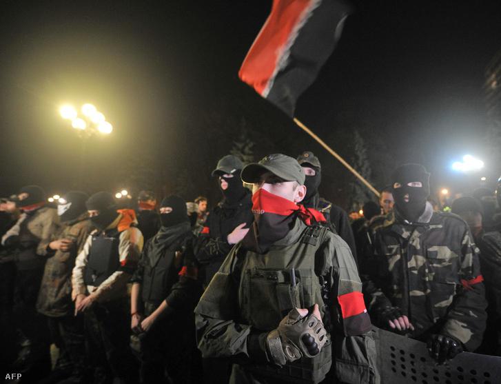 Az ukrán Pravij Szektor nevű szélsőjobboldali mozgalom tagjai
