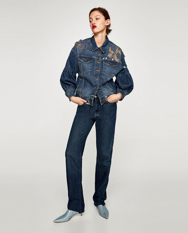 A Zara rendesen feldolgozta a témát, ezért a nőies darabért 15.995 forintot kérnek.