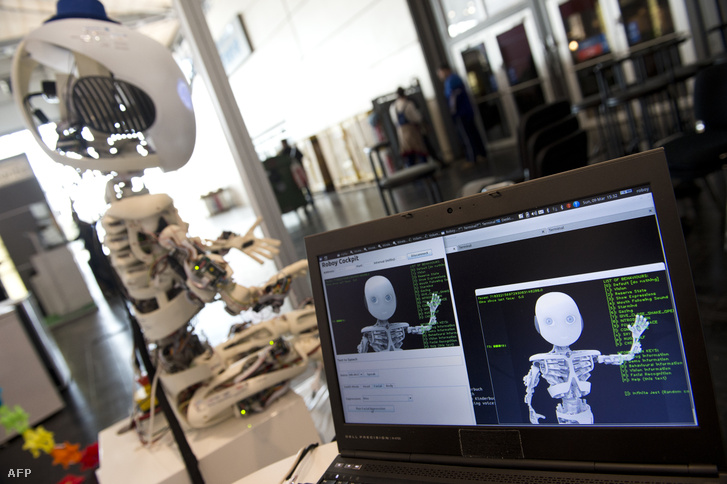 Egy humanoid robot, a Roboy fejlesztése a Zürichi Egyetem mesterséges intelligencia laboratóriumában
