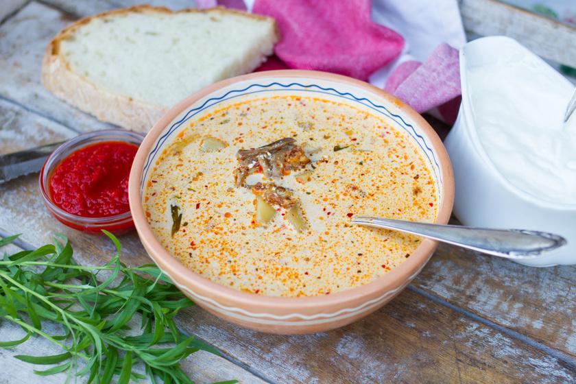 Tejszínes-gombás krumplileves: egyszerű, finom és laktató