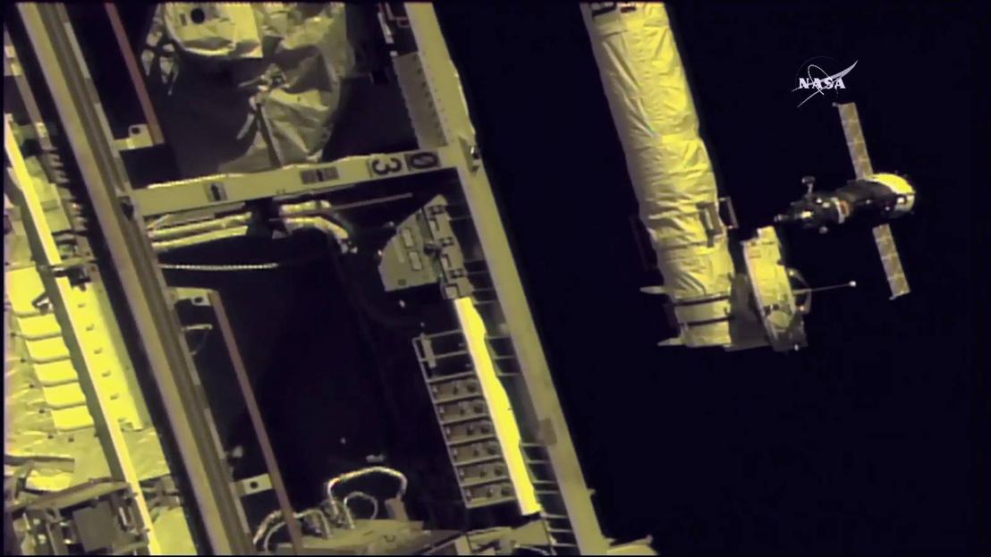Pillanatkép a NASA élő közvetítéséből, nem sokkal a dokkolás előtt