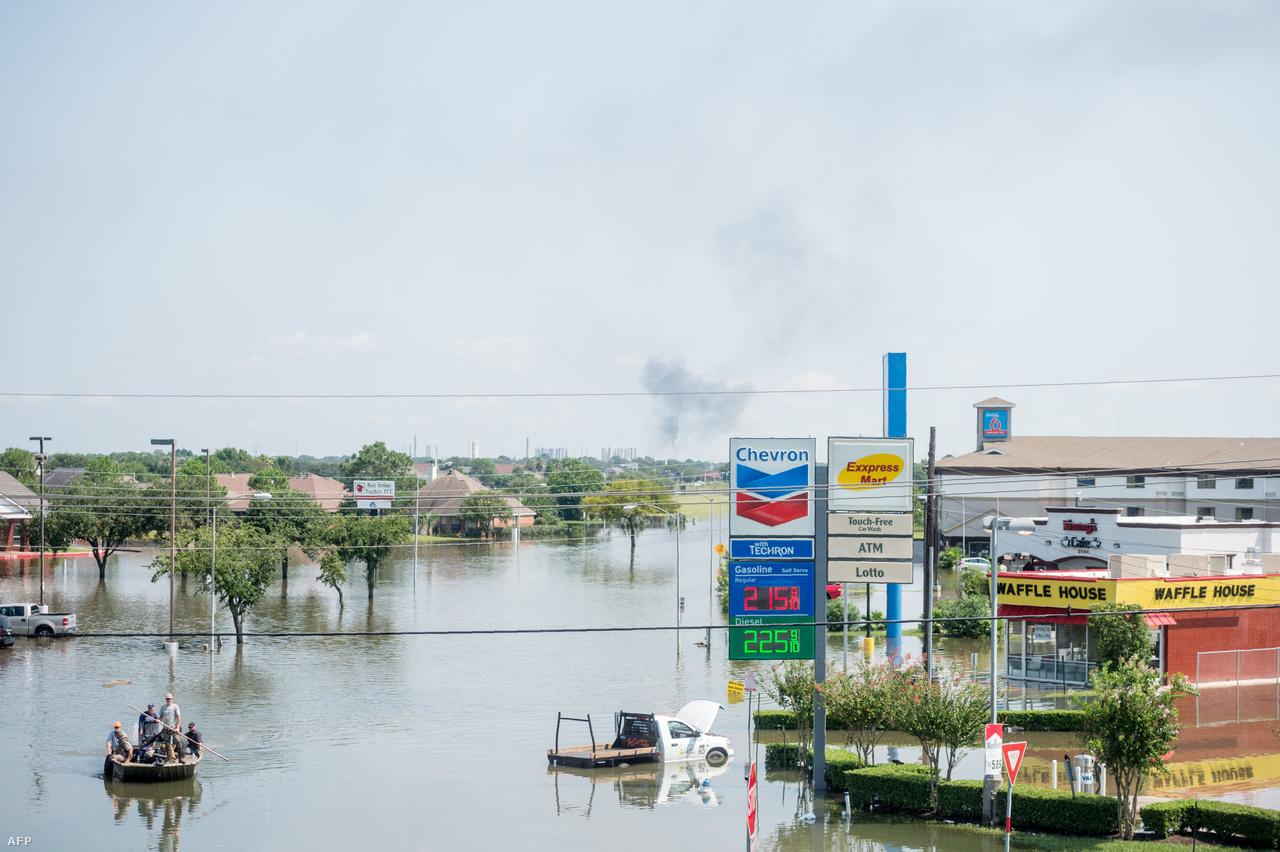 Houston az Egyesült Államok negyedik legnagyobb városa, és még hetekkel a Harvey pusztítása után is az egész városban érezhetők az utóhatásai, nemcsak a leginkább sújtott területeken. Például a lezárások miatt egy 20 perces út két órába telhet most.