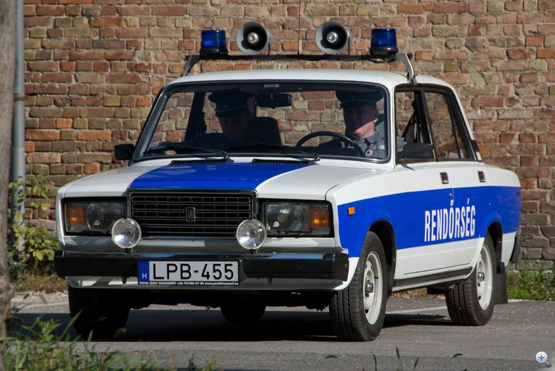 Látják, ez egy tisztességes rendőrautó