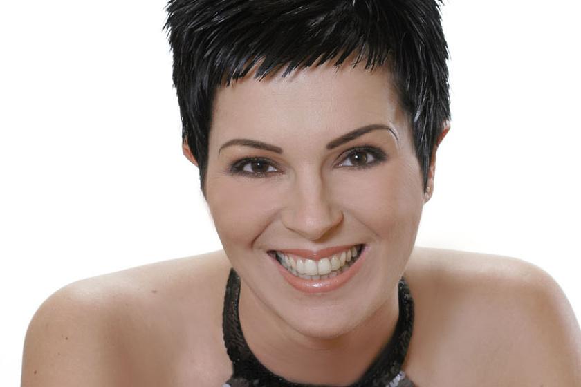 Friss fotón a 45 éves Auth Csilla - A '90-es évek énekesnője nagyon megváltozott