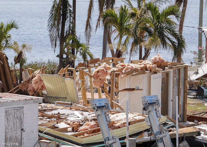 Letarolt tetetjű építmény a floridai Marathonban 2017. szeptember 12-én, az Irma hurrikán elvonulása után. Floridában a szélvihar tíz halálos áldozatot követelt.